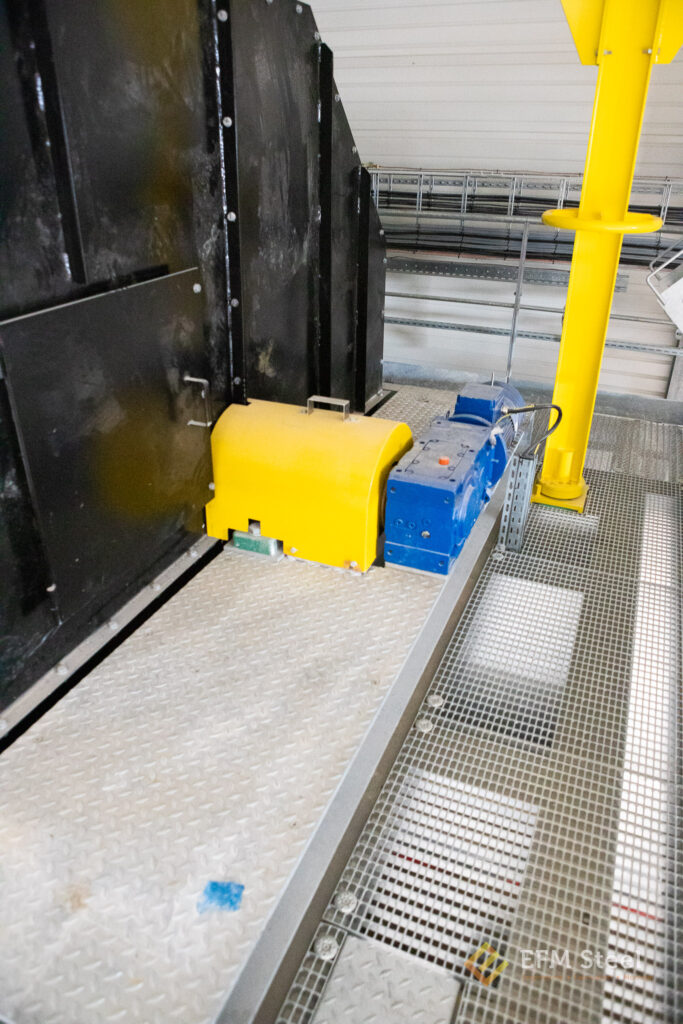 Motorisation du trommel pilotée par variateur (électrofrein + ventilation forcée).