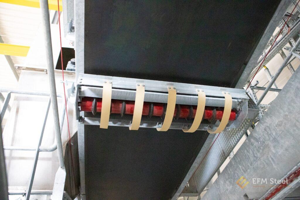 Ensemble support rouleau de retour anti-colmatant avec système de protection anti-points rentrants + lanières anti-chutes de rouleau.